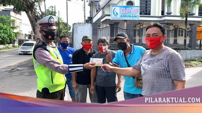 Satuan Lalulintas Polres Minsel Bagi-Bagi Masker dan Vitamin