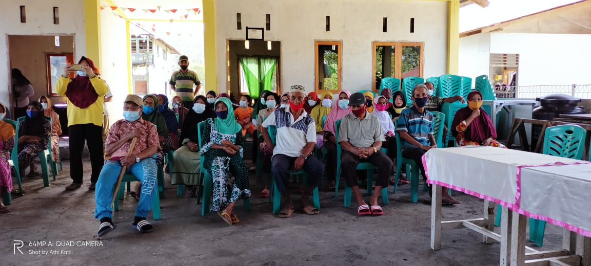 Hukum Tua Desa Tanamon Salurkan Bantuan Langsung Tunai Kepada 86 Penerima Manfaat