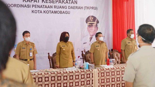 Walikota-Tatong-Bara-Tandatangani-Peta-Rеvіѕі-RTRW-Kotamobagu-Klik24id